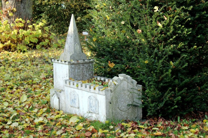 Newton Harcourt Grave