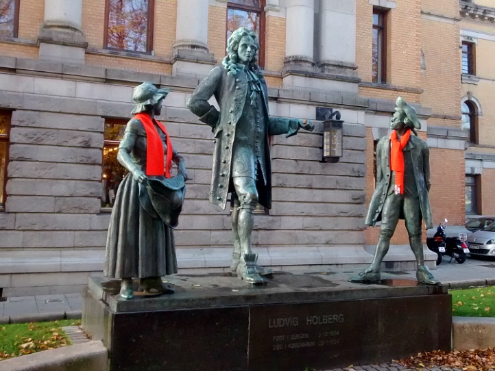 Oslo Statues with scarves