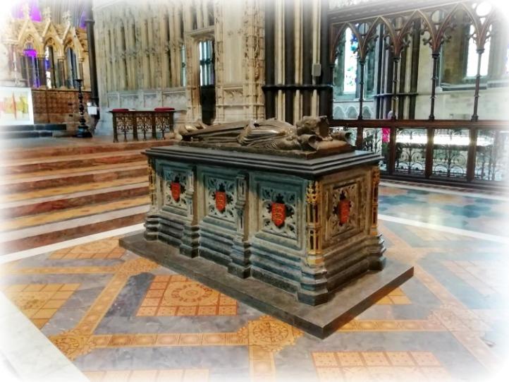 Worcester King John Tomb